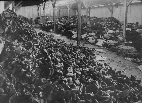 Πατήστε στην εικόνα για να τη δείτε σε μεγένθυνση  Όνομα:  AuschwitzShoes.jpg Εμφανίσεις:  48 Μέγεθος:  64,9 KB