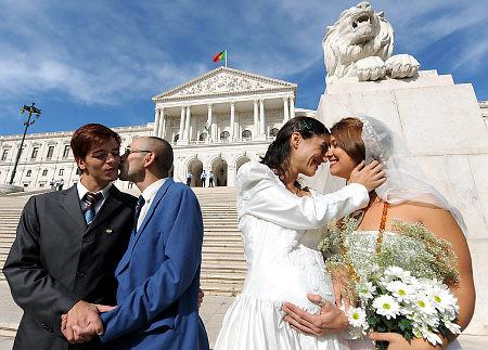 Πατήστε στην εικόνα για να τη δείτε σε μεγένθυνση  Όνομα:  gay_lesbian_marriage_marry.jpg Εμφανίσεις:  33 Μέγεθος:  52,7 KB