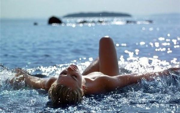 Πατήστε στην εικόνα για να τη δείτε σε μεγένθυνση  Όνομα:  woman-sea-600x375.jpg Εμφανίσεις:  33 Μέγεθος:  60,1 KB